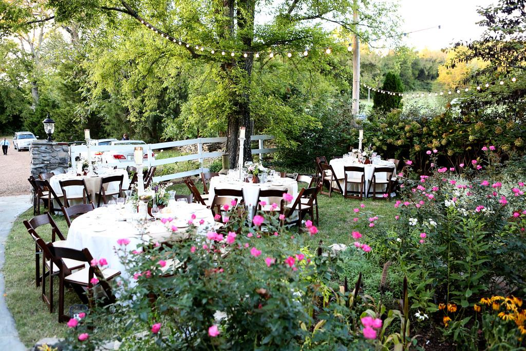 Romantic-outdoor-wedding-reception-setup.full