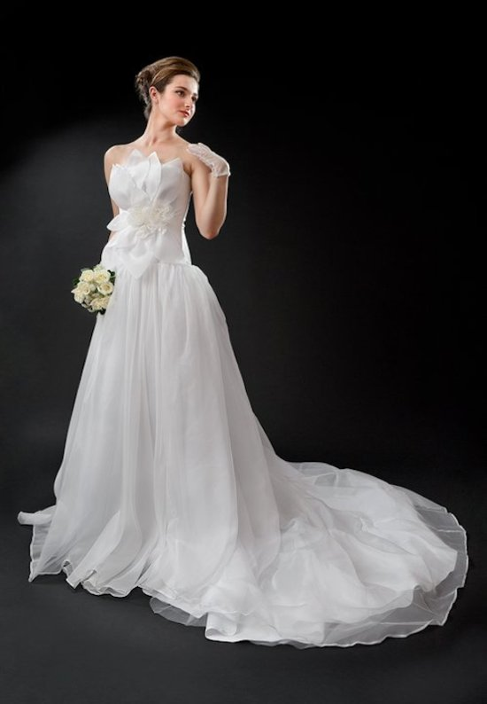 Custom wedding dress by Anna Neiman Juliet