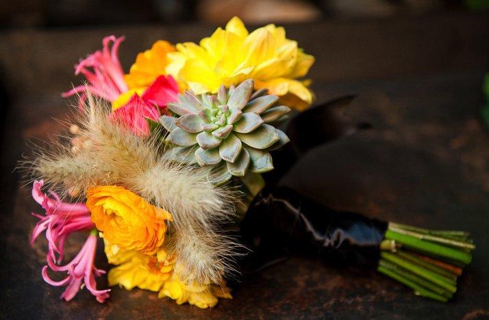 Bright-wedding-flowers-eco-friendly-bridal-bouqet-succulents.full