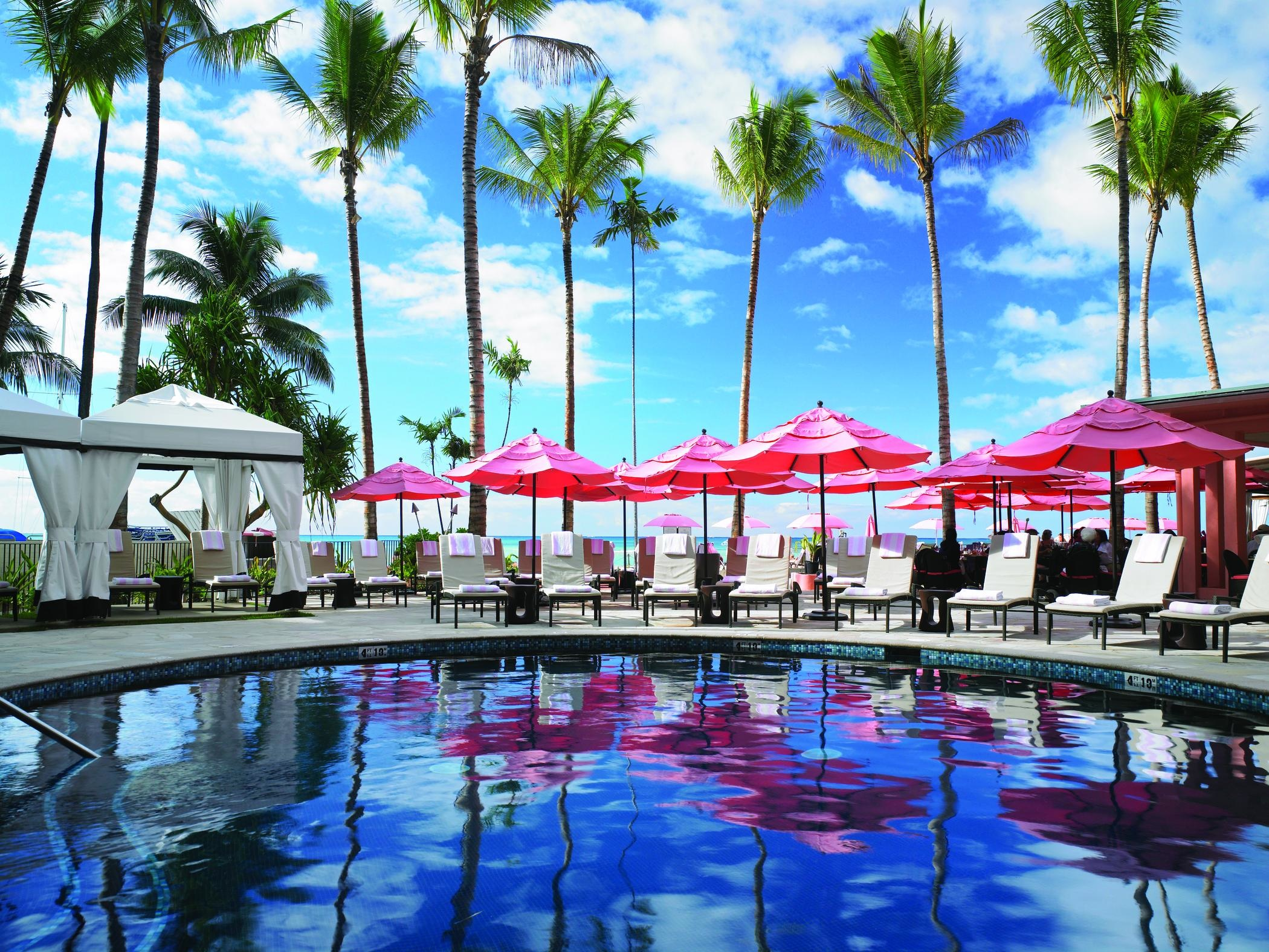 Win 5 star honeymoon royal hawaiian resort wedding for Pool light show waikiki