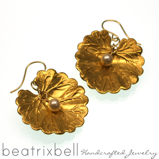 lily-pad-pearl-earrings