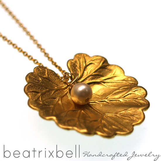 lily-pad-pearl-necklace