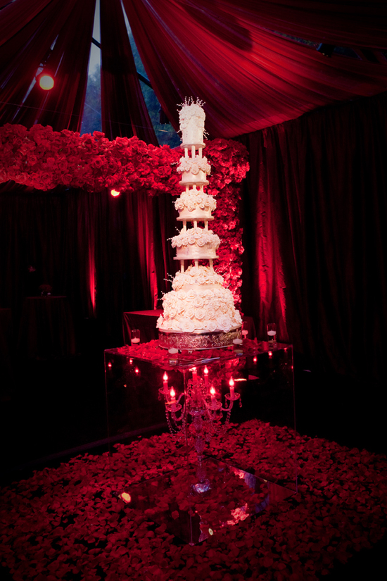 Wonderful Red Rose Cake Stand