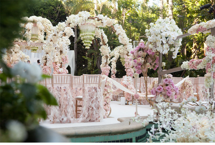 Dreamy-light-pink-and-ivory-wedding-flower-decor.full