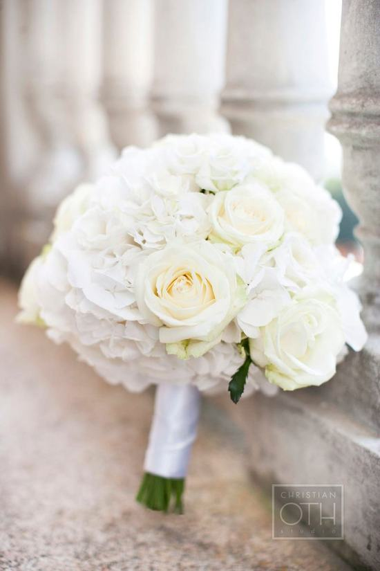 White and buttercream elegant wedding bouquet