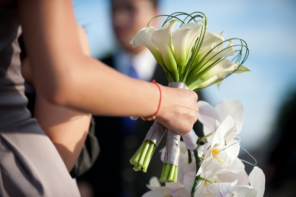 Real-weddings-las-vegas-fall-white-bridal-bouquet.full