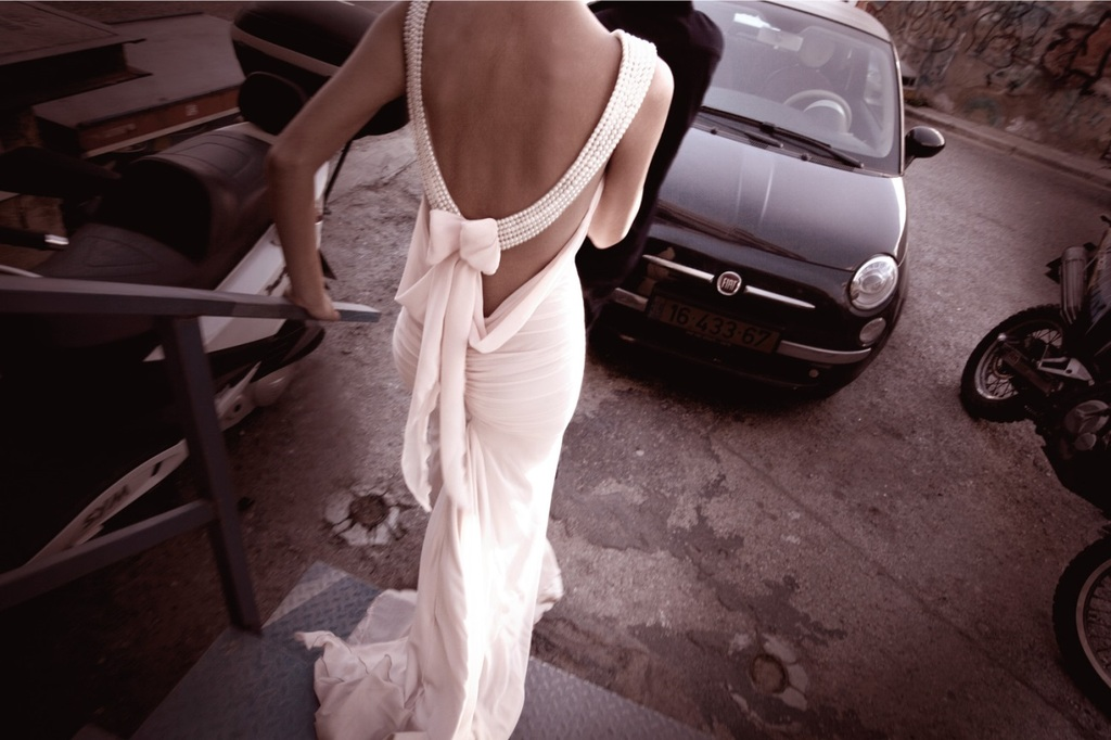 снимает платье фото