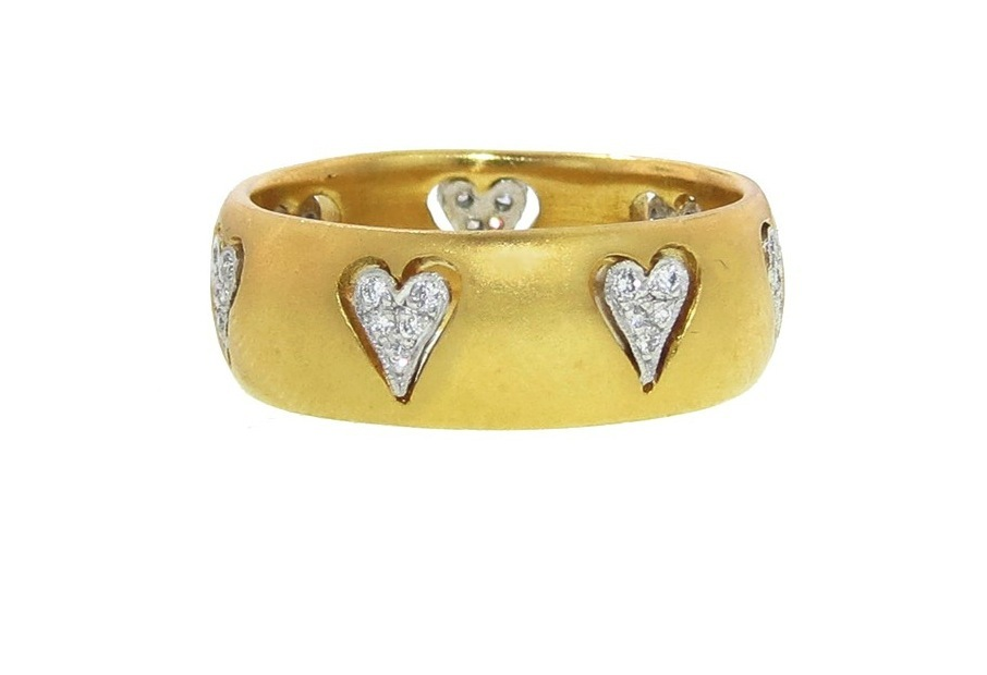 Floating-hearts-wedding-band-in-yellow-gold.full