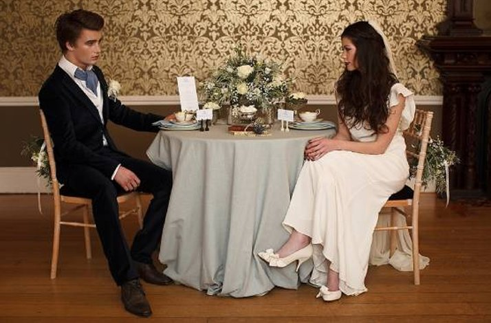 Breaking-dawn-wedding-decor-ideas-vintage-bride-groom.full