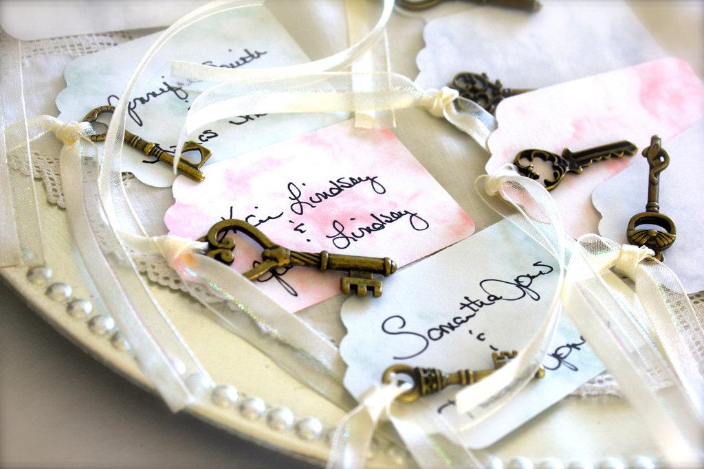 Pastel-watercolor-escort-cards-with-skeleton-keys.full