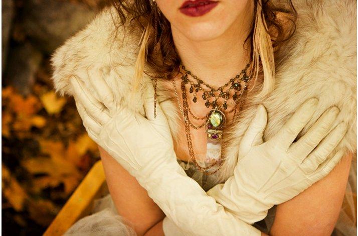 Dark-romance-bride-wears-red-lips-fur-bridal-bolero.full