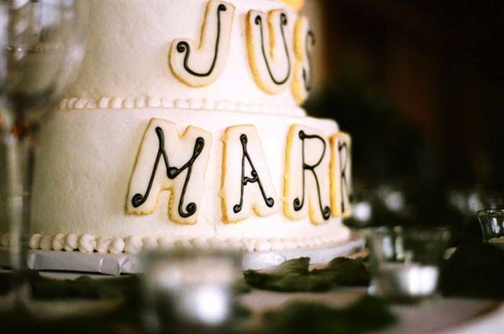 White-wedding-cake-with-just-married-decoration.full