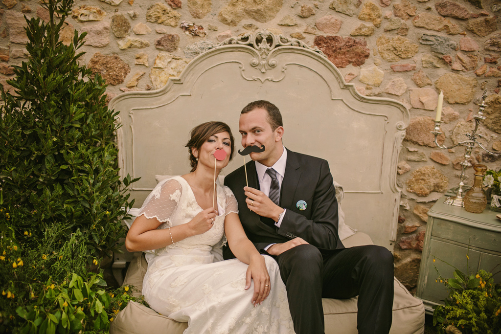 Real-spanish-wedding-otaduy-wedding-dress-outdoor-romantic-bride-and-groom-photo-props.full