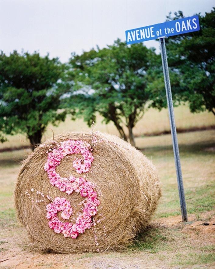 Rustic-romance-wedding-monogram-display.full