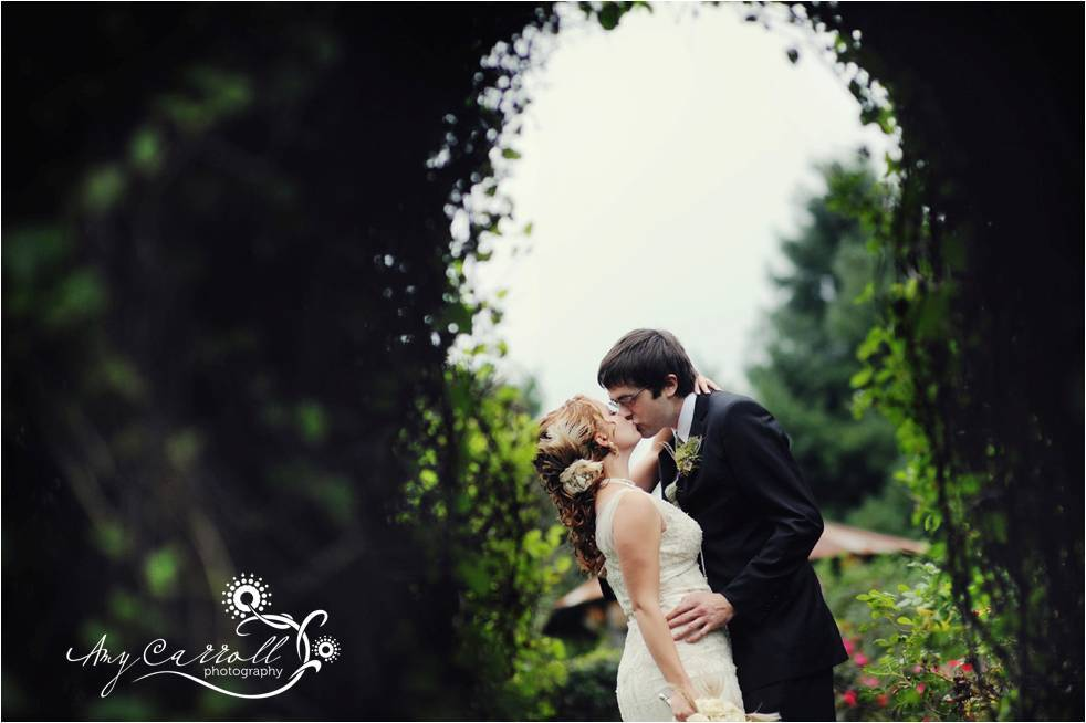 Intimate-wedding-2011-green-wedding-trends.full