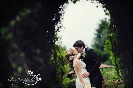 Intimate weddings with smaller guests lists will be popular in 2011