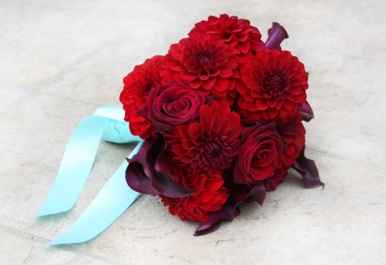 monochromatic bridal bouquets wedding flowers red