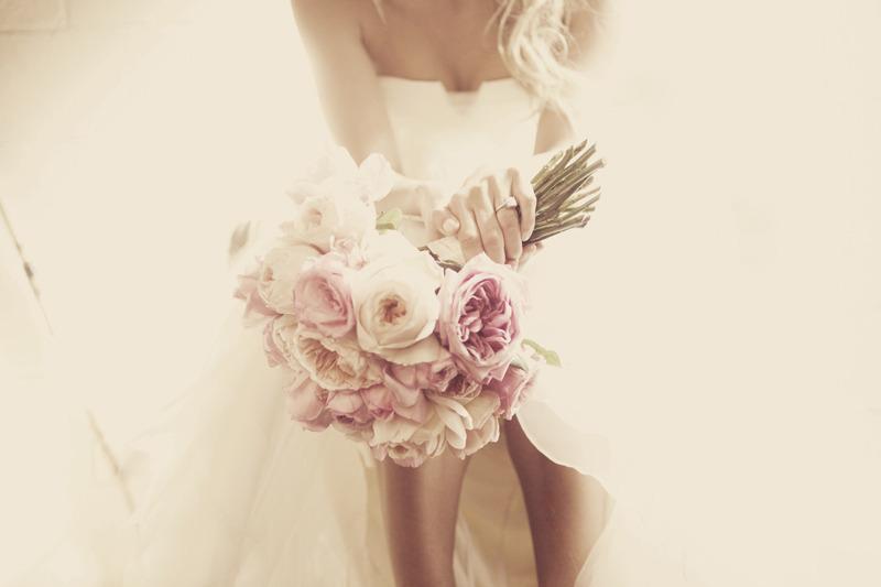 Vintage-inspired-wedding-photo-light-pink-bridal-bouquet.full