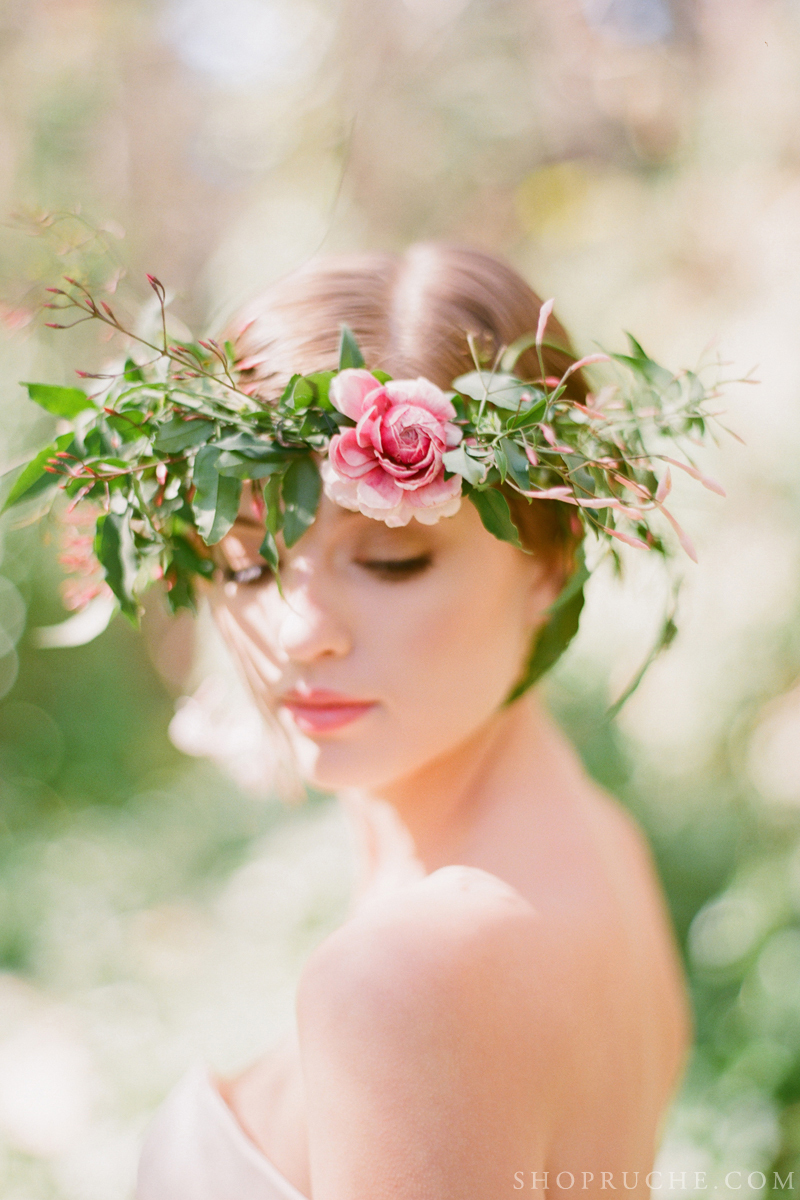 Romantic-floral-crown-for-outdoor-weddings.full