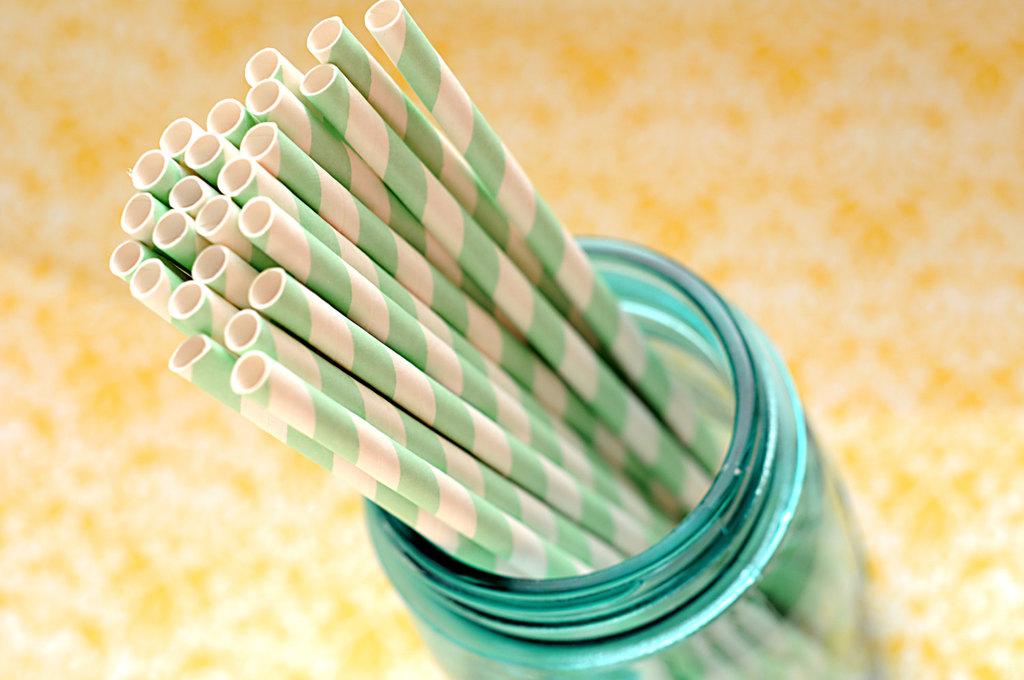 Minty-striped-straws-for-the-reception.full