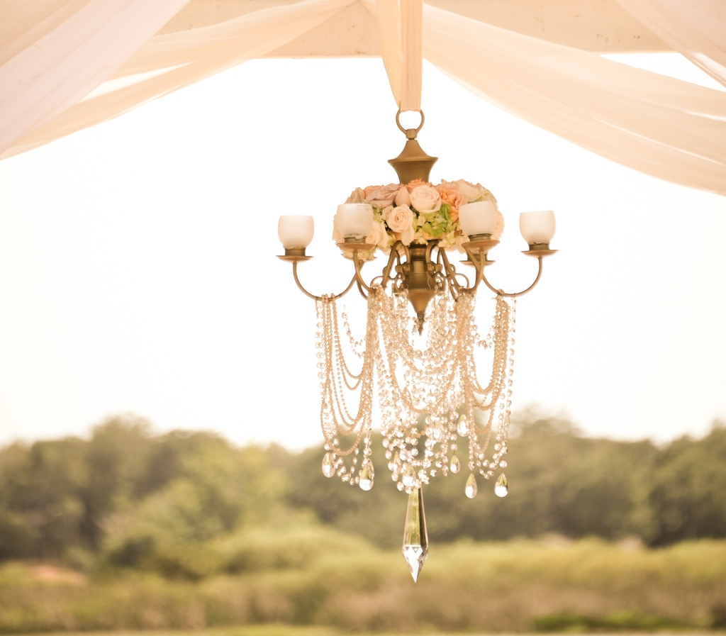 Crystal-wedding-chandelier-with-flowers-and-candles.full