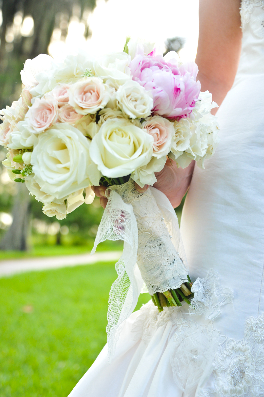 Romantic-ivory-and-pink-wedding-bouquet.full