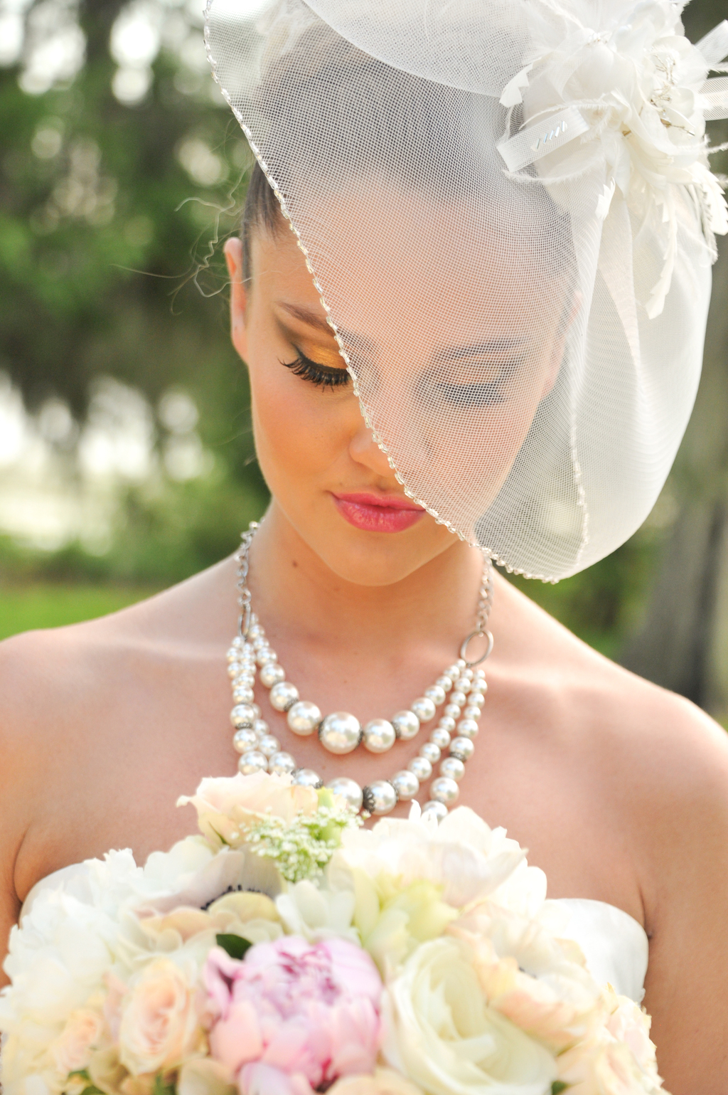 Dramatic-lashes-and-a-romantic-peony-bridal-bouquet.full
