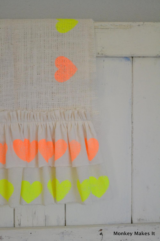 Rustic-burlap-wedding-table-runner-with-neon-hearts.full