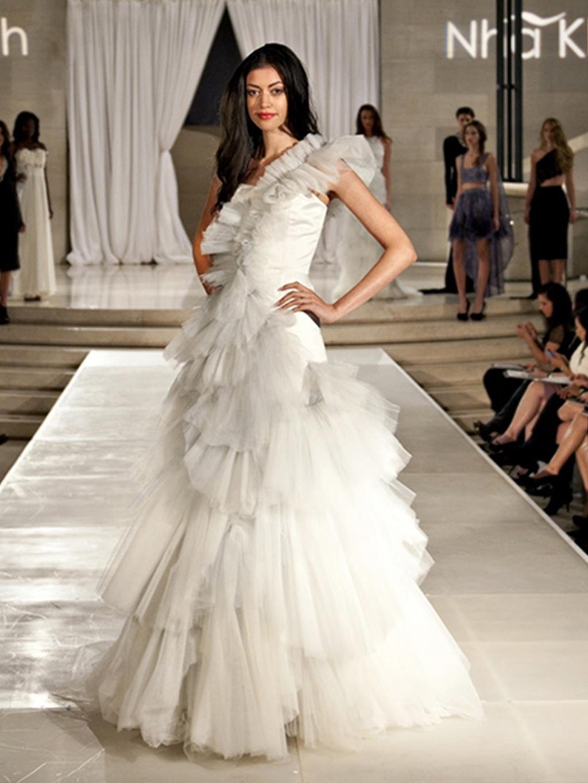 Nha-khanh-wedding-dress-2012-bridal-gowns-black-swan-one-shoulder.full
