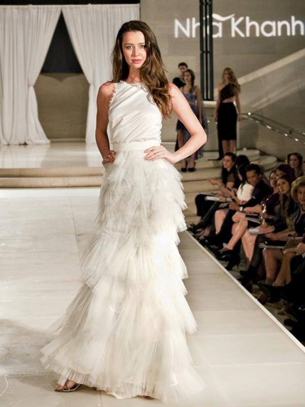 Nha-khanh-wedding-dress-bateua-neck.full
