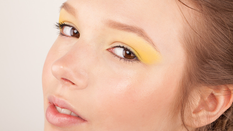 Bright yellow matte eye shadow for fall wedding makeup