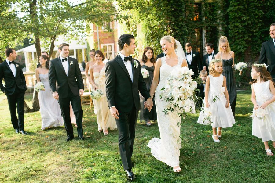 Elegant-black-tie-wedding-at-a-mansion.full