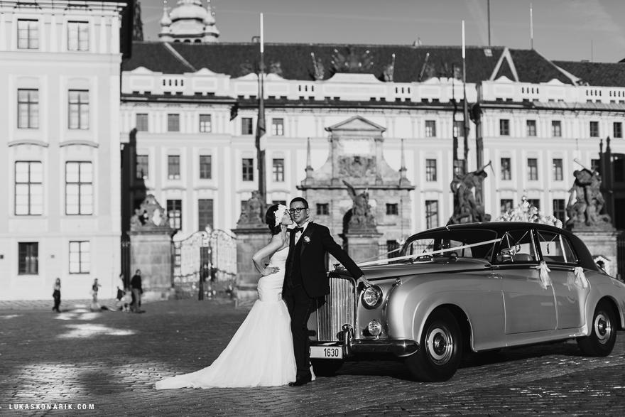 Black-tie-bride-and-groom-in-prague.full