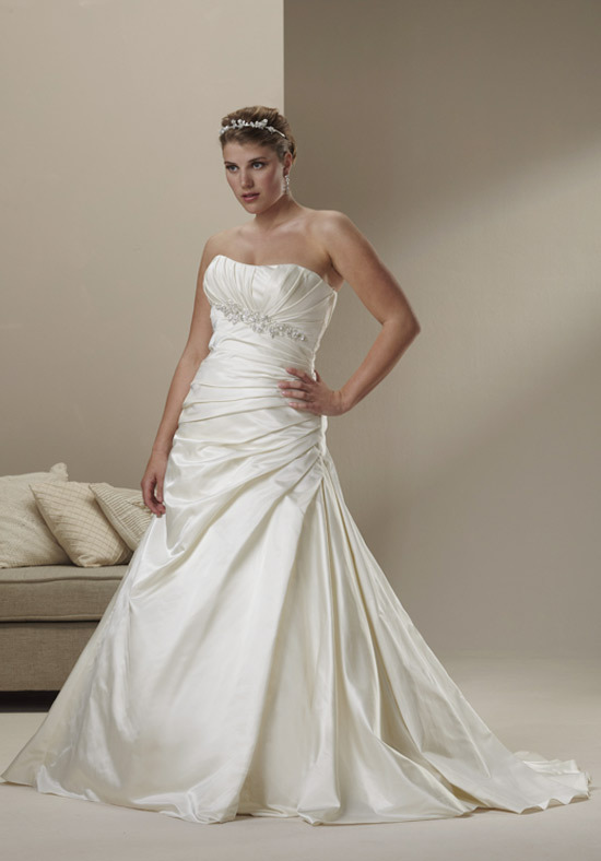 Sincerity Bridal + wedding dress for full-figured brides