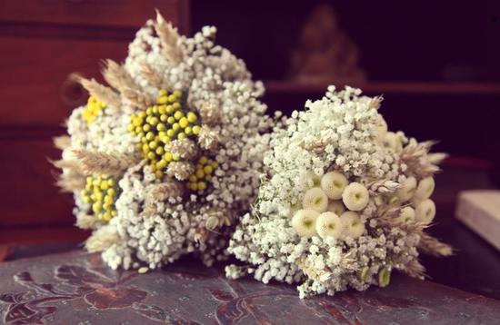 unique bridal bouquets with berries and babys breath