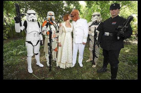 Sensational real wedding photos- Star Wars themed