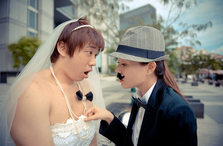 Sensational real wedding photos- bride and groom switch roles