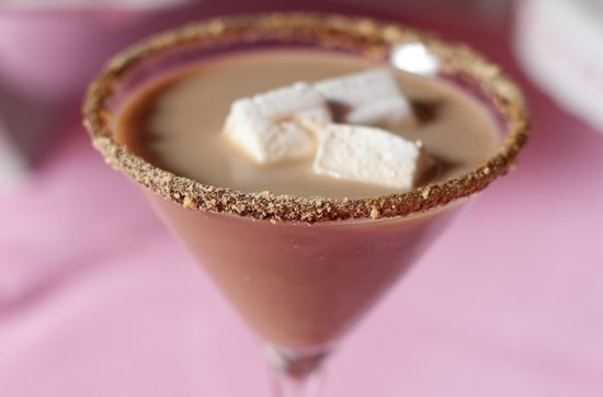 S'mores martini for your winter wedding reception