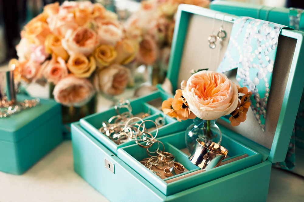 Photos Show Tiffany And Co Jewelry Box With Peach Garden Roses Tiffany & Co Jewelry