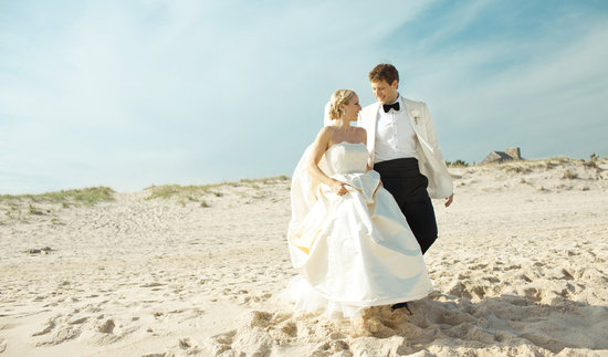 Amazing wedding photography by Shannen Natasha classic beach style