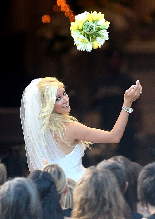 Celebrity-weddings-tossing-the-bridal-bouqouet.full