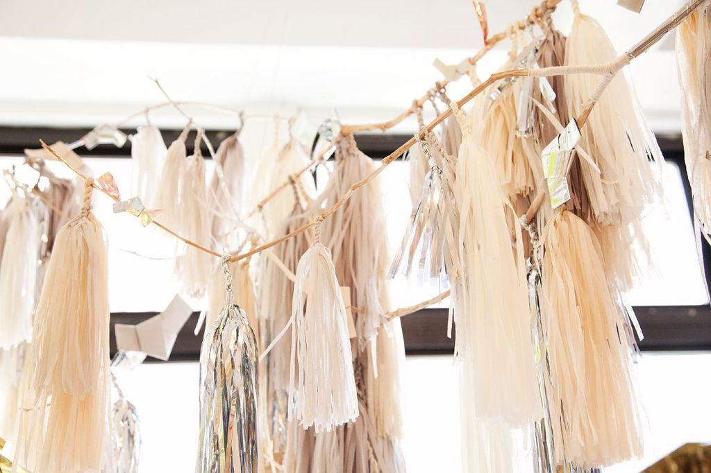 Confetti-system-elegant-modern-wedding-garland.full