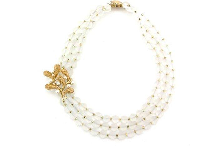Statement-wedding-necklace-simple-elegance.full