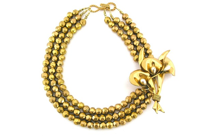 Statement-wedding-necklaces-gold.original