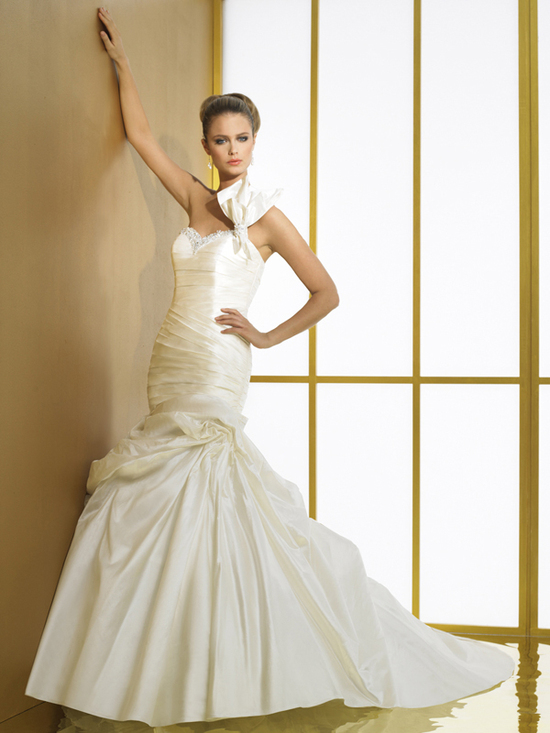 Val Stefani Wedding Dress Bow