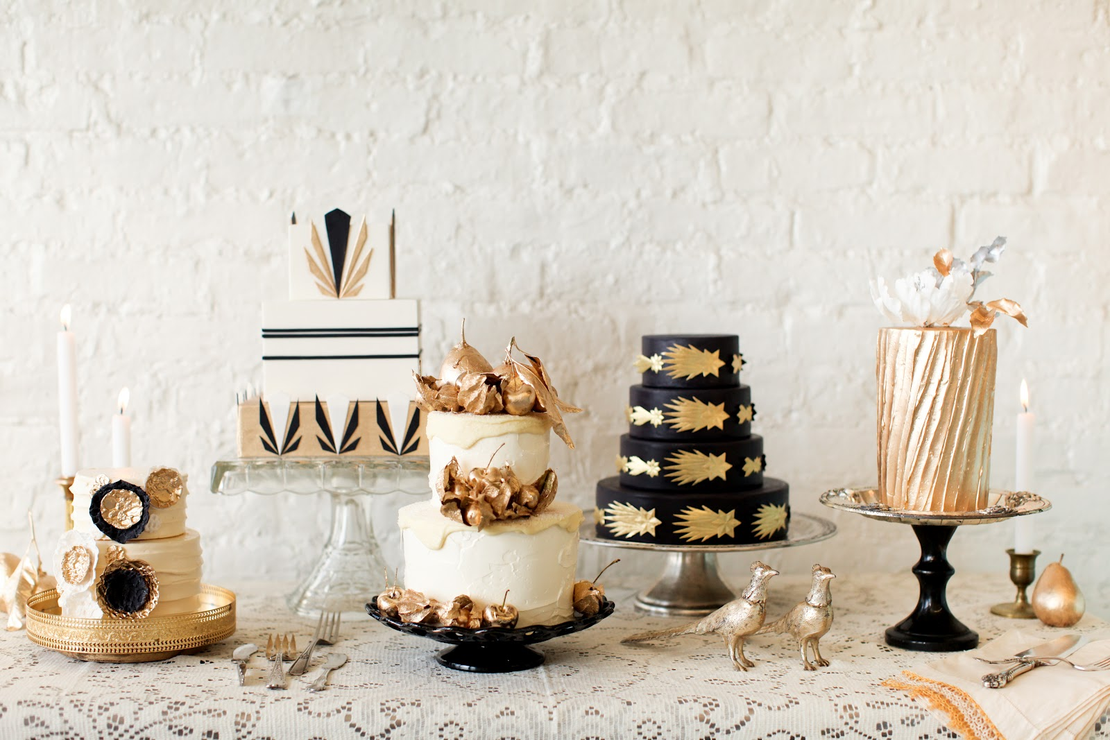Gold black and white wedding cakes for vintage weddings for Art deco cake decoration