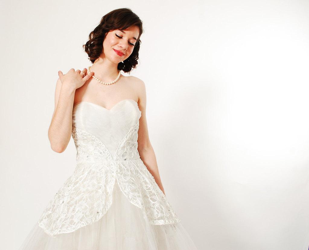 1950s-sweetheart-neckline-wedding-dress.full