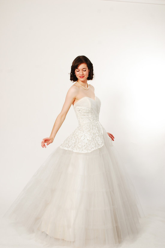 1950s sweetheart neckline wedding dress