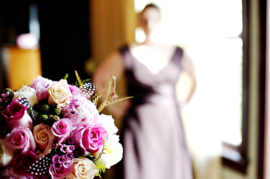Real-weddings-winter-wedding-reception-statement-bridal-bouquet.full