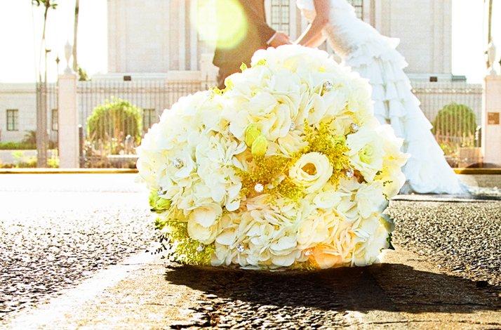 Yellow-white-bridal-0bouquet-bride-groom.full